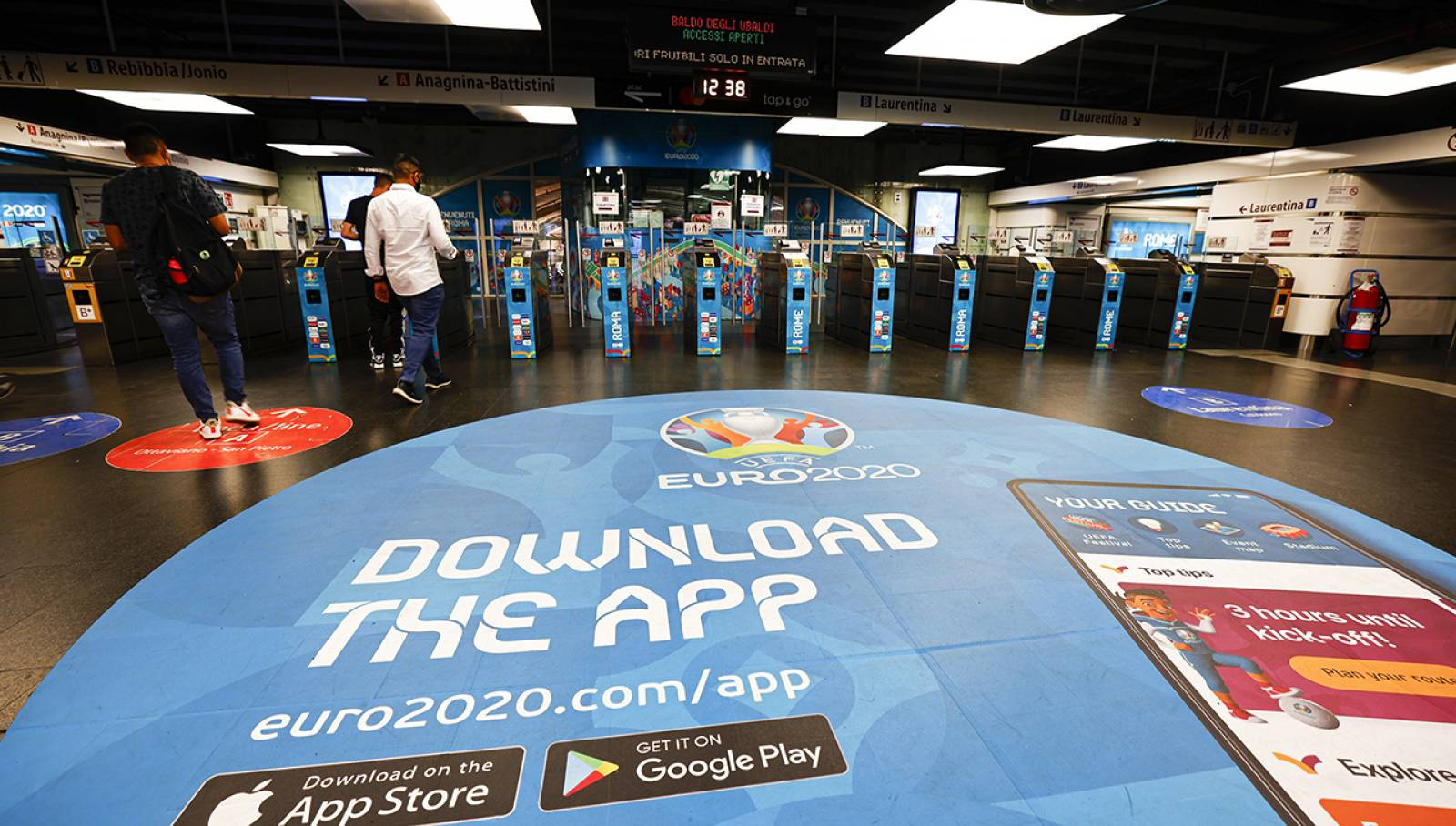 Pubblicità in metropolitana a Roma Termini Station Domination per UEFA 2020 IGPDecaux