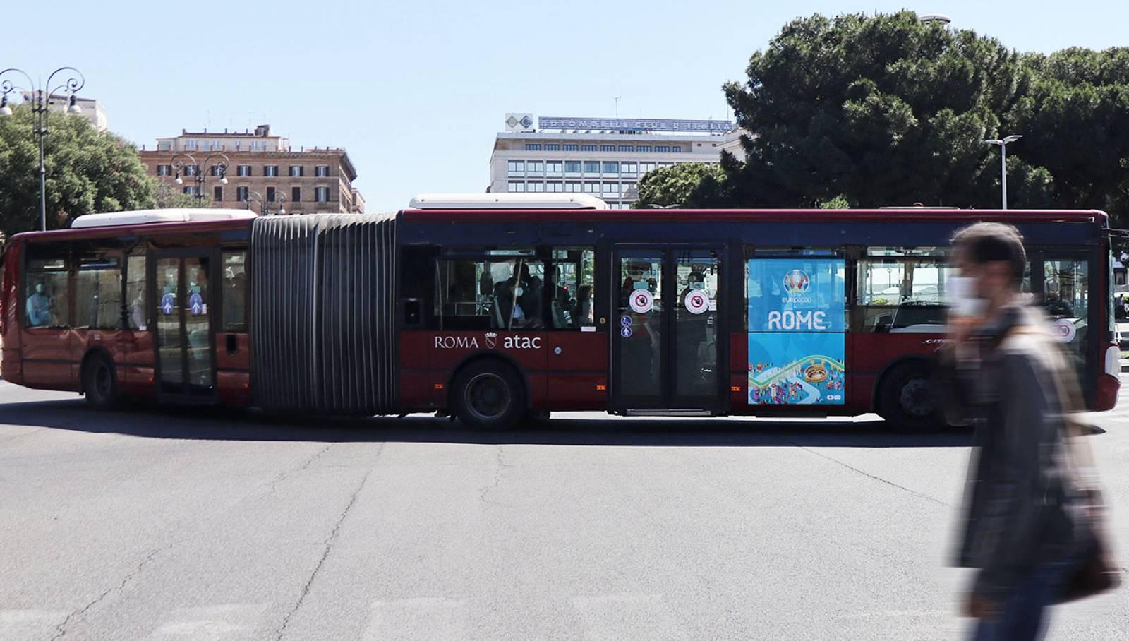 Pubblicità su autobus IGPDecaux a Roma MUPI side per UEFA 2020