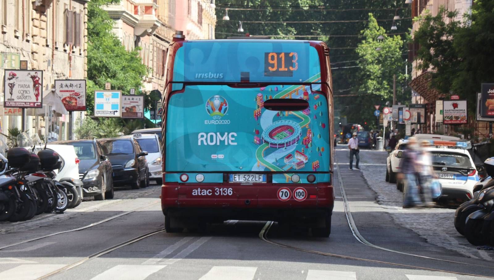 Pubblicità su autobus Full-Back IGPDecaux per UEFA 2020 a Roma