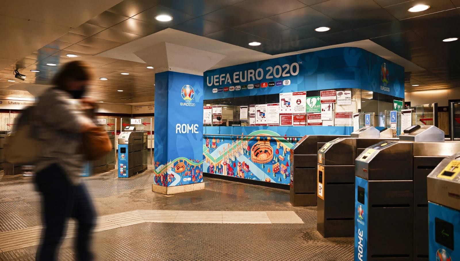 Pubblicità in metropolitana a Roma IGPDecaux Station Domination per UEFA 2020
