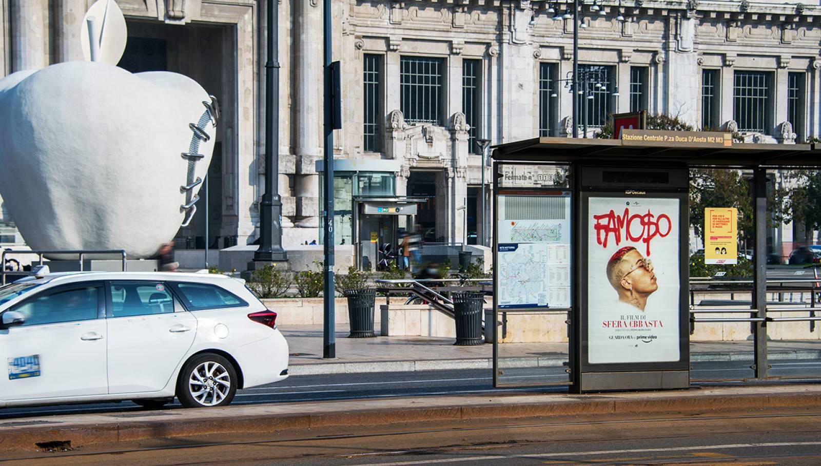Pubblicità sulle pensiline IGPDecaux a Milano per Sfera Ebbasta