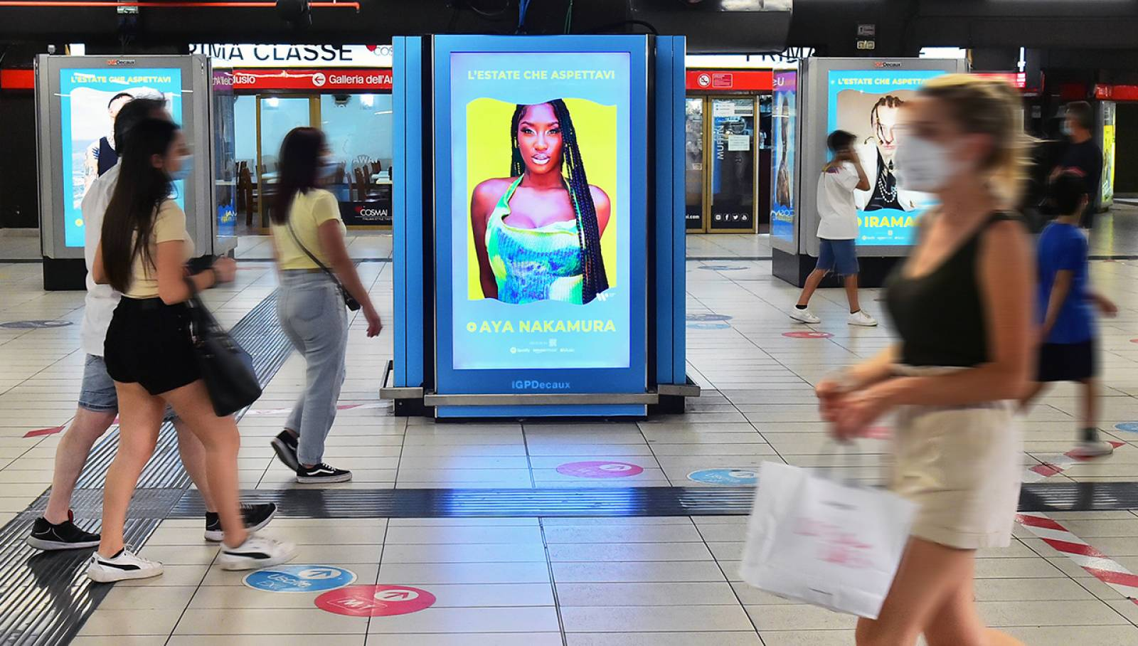 IGPDecaux Out of Home advertising in metropolitana a Milano Station Domination per Warner Music Italy
