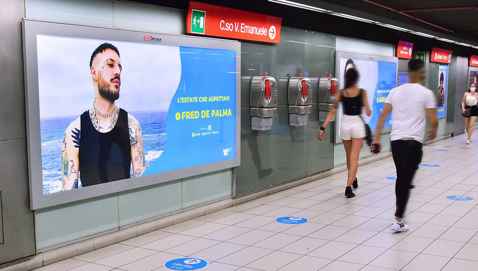 Pubblicità Out Of Home IGPDecaux a Milano Station Domination in metropolitana per Warner Music Italy