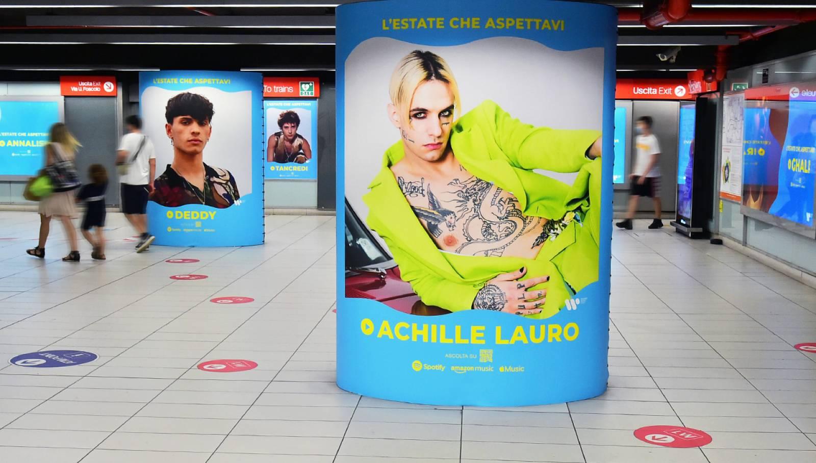 Pubblicità in metropolitana a Milano IGPDecaux Station Domination per Warner Music Italy