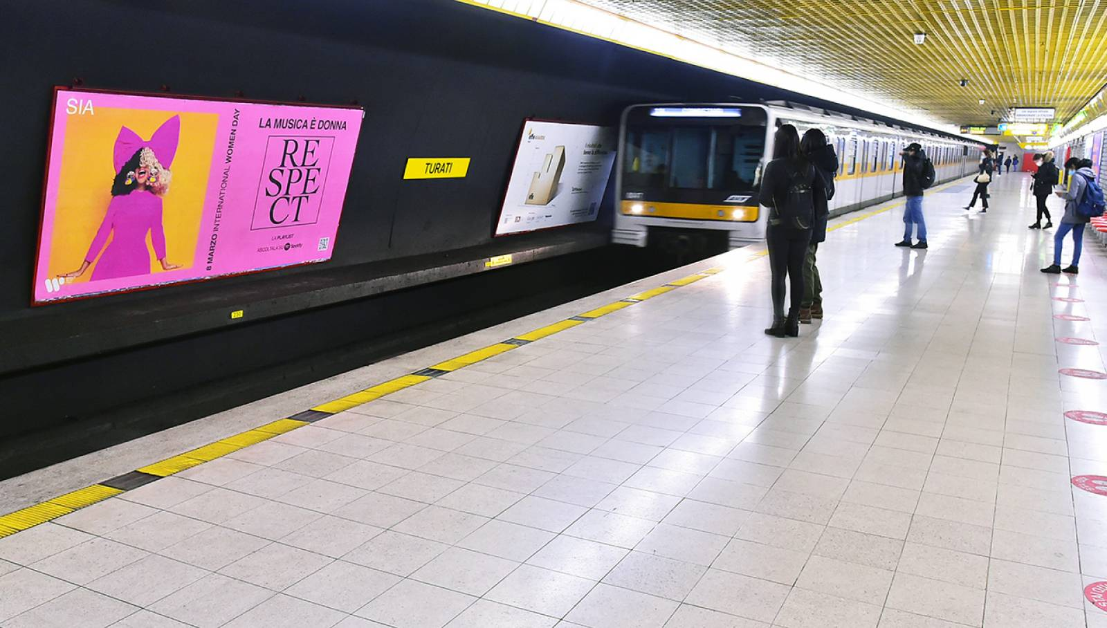 Out Of Home IGPDecaux Circuito Maxi in metropolitana a Milano per Warner Music Italy