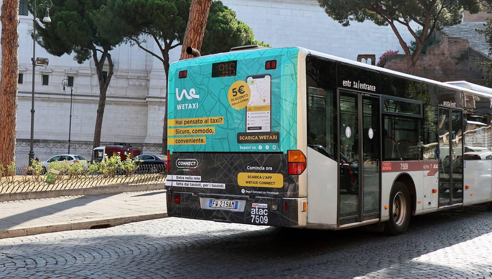 Pubblicità OOH su autobus IGPDecaux Fullback a Roma per WeTaxi