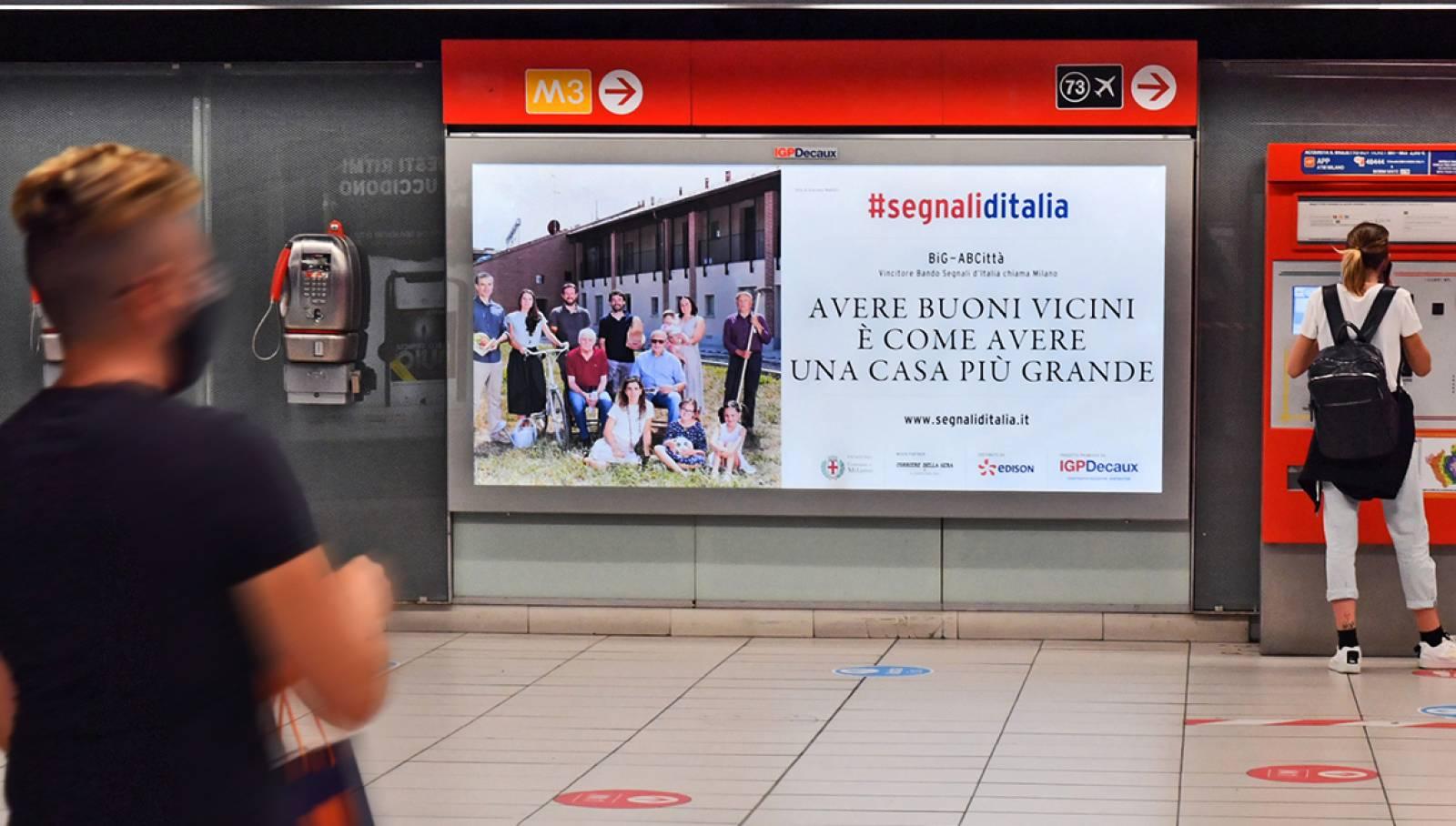 IGPDecaux campagna OOH vincitori bando Segnali d'Italia circuito Maxi per big AbCittà in metropolitana a Milano