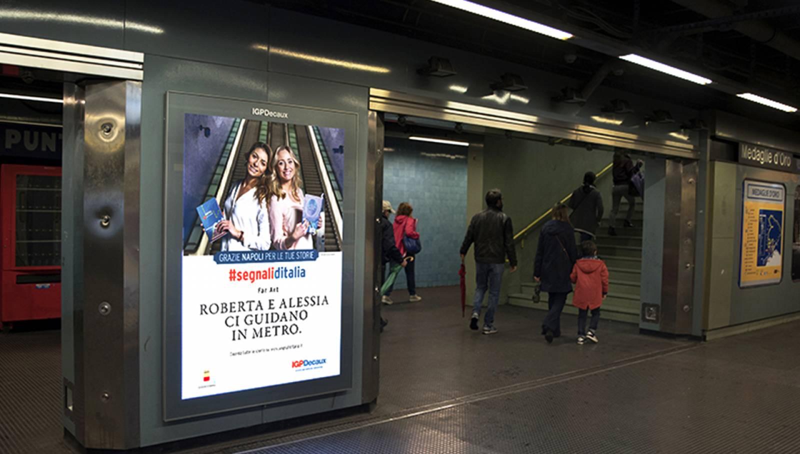 Pubblicità metro Napoli IGPDecaux Circuito a copertura portrait per Segnali d'Italia