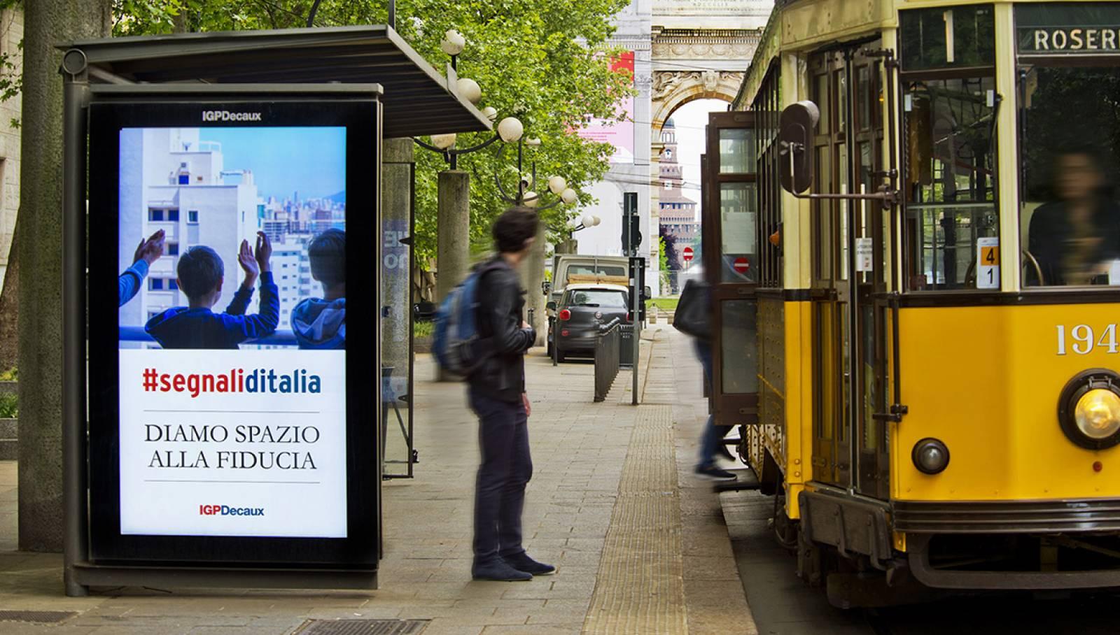 Pubblicità DOOH IGPDecaux Network Vision a Milano per la Campagna istituzionale IGPDecaux Diamo spazio alla fiducia