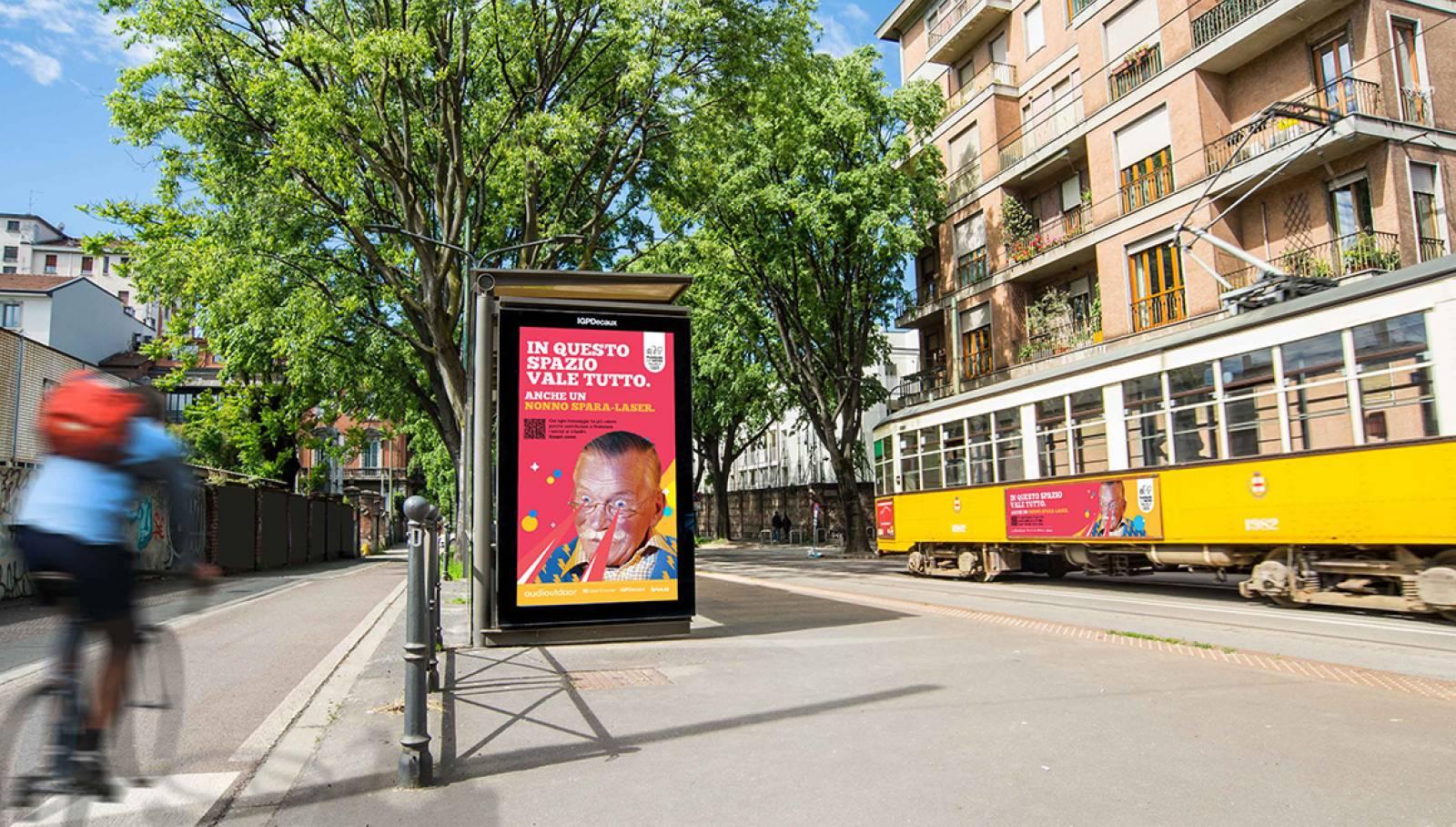 """IGPDecaux Clear Channel IPAS pubblicità per la città campagna """"In questo spazio vale tutto"""" Network Vision a Milano IGPDecaux"""