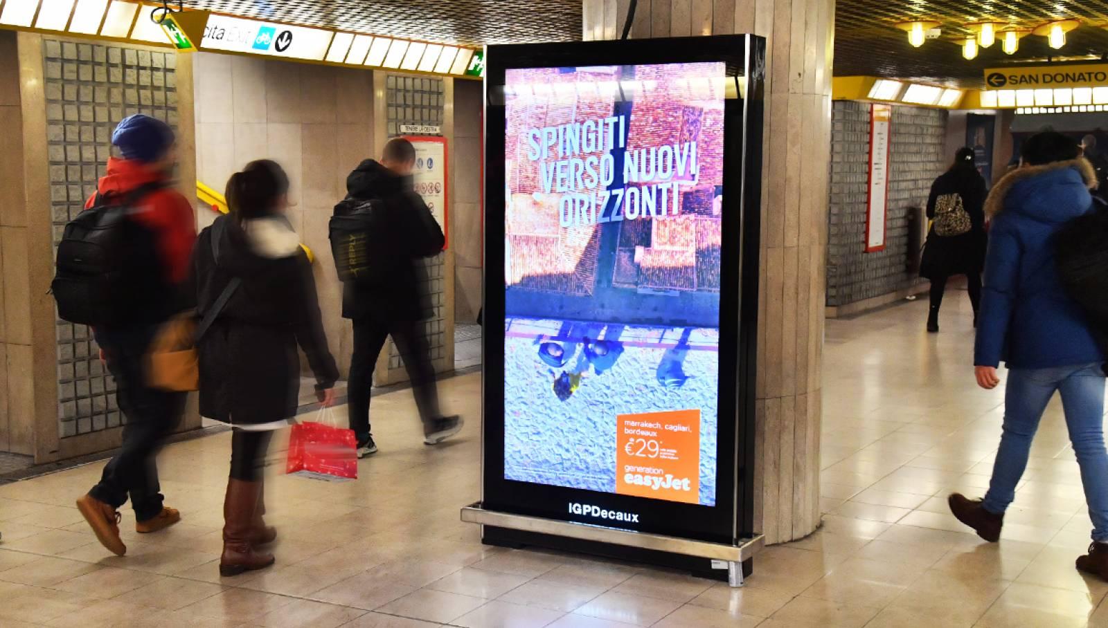 Schermi digitali IGPDecaux in metropolitana a Milano per EasyJet