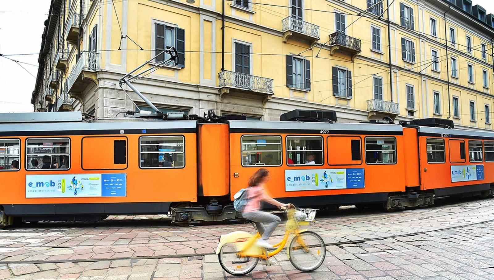Pubblicità su tram IGPDecaux Side Banner per e-mob festival