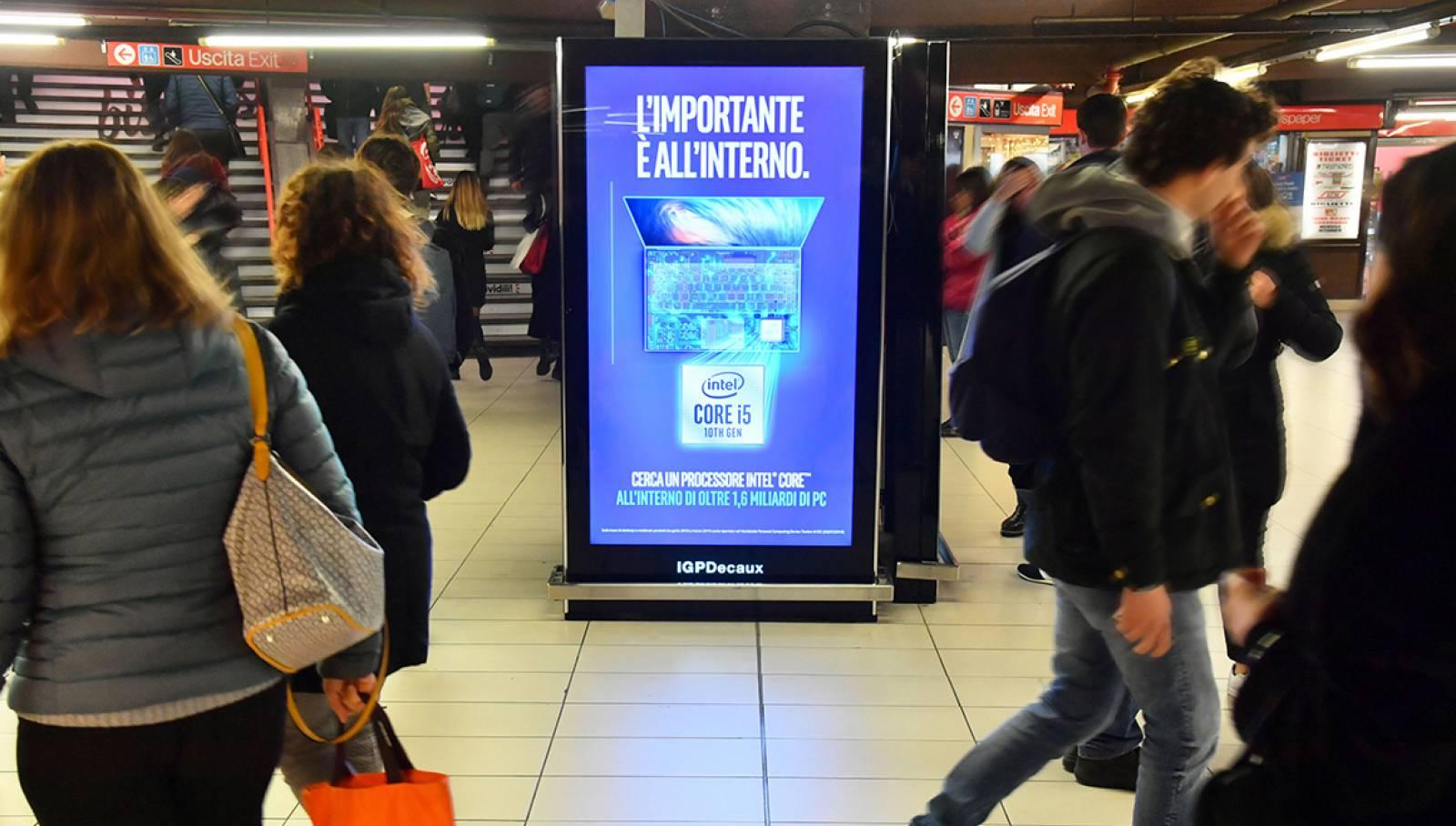 Circuito Vision in metropolitana a Milano IGPDecaux per Intel