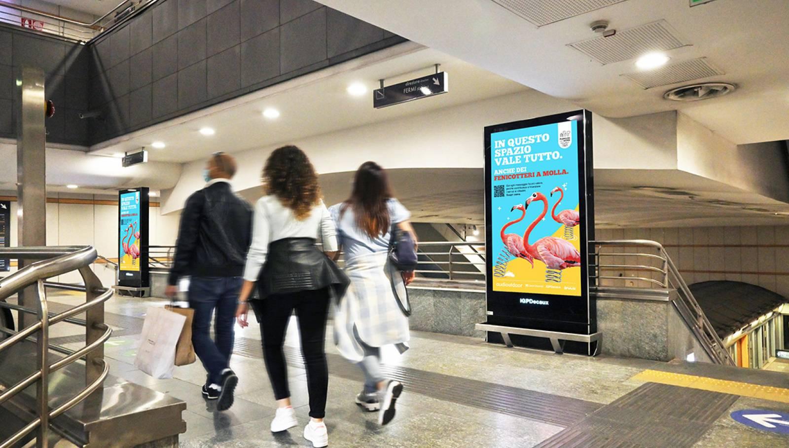"""IGPDecaux Clear Channel IPAS pubblicità per la città campagna """"In questo spazio vale tutto"""" Network Vision in metropolitana a Torino IGPDecaux"""