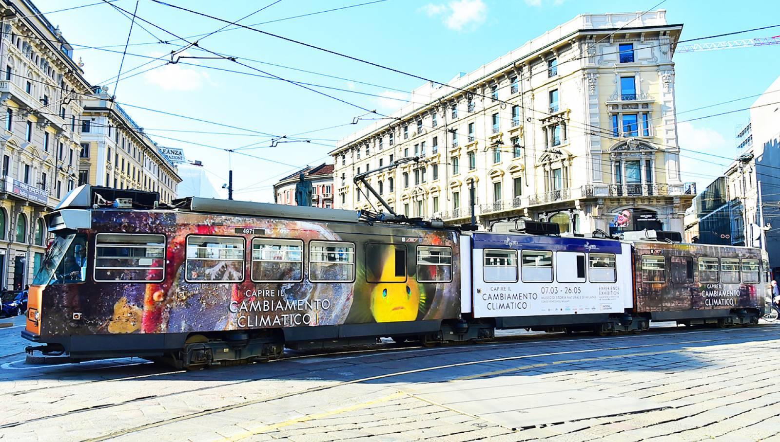Tram decorato a Milano per Capire il cambiamento climatico - Experience Exhibition IGPDecaux media partner