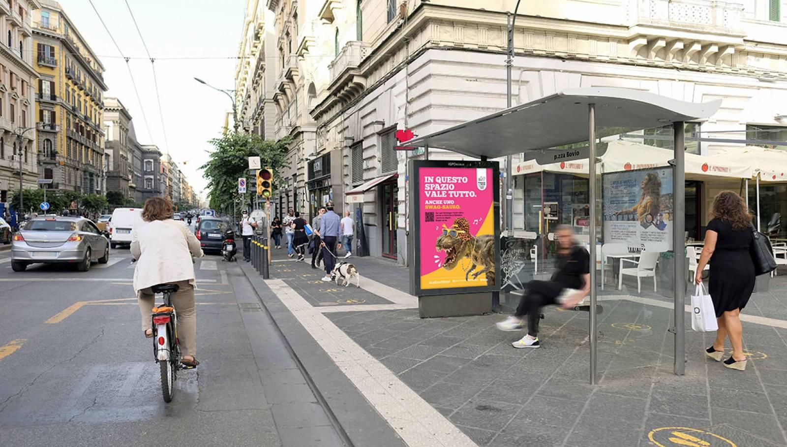 """IGPDecaux Clear Channel IPAS pubblicità per la città campagna """"In questo spazio vale tutto"""" pensilina a Napoli IGPDecaux"""