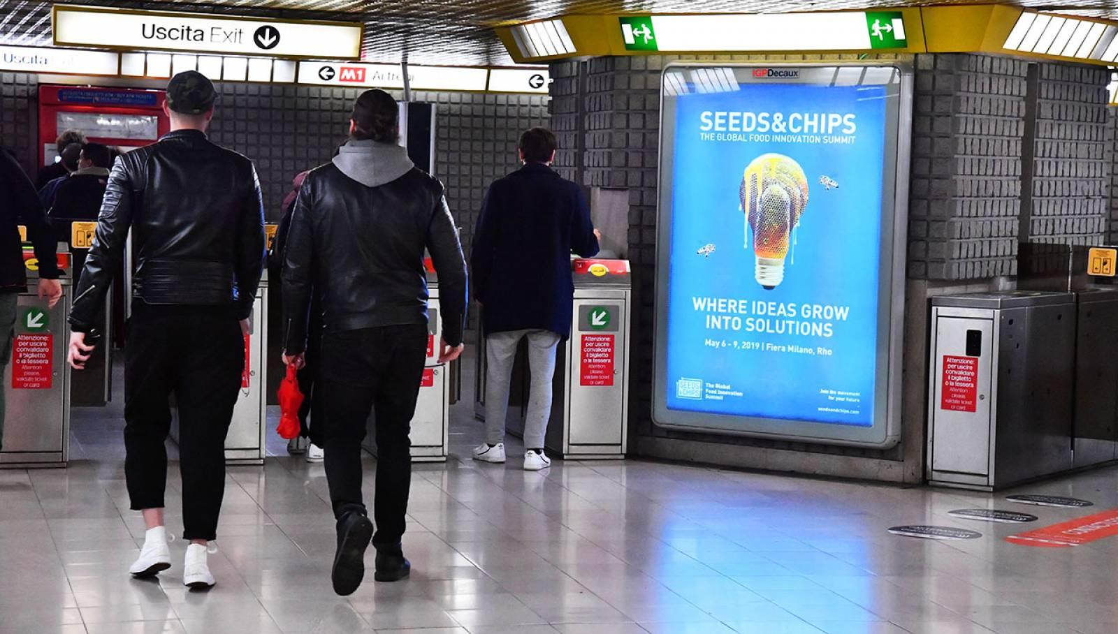 Pubblicità metro Milano IGPDecaux circuito a copertura portrait per Seeds&Chips