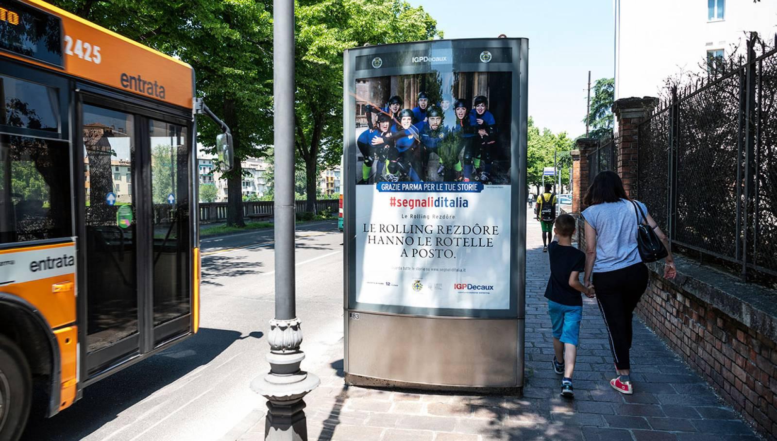 Pubblicità OOH IGPdecaux mupi a Parma per Segnali d'Italia
