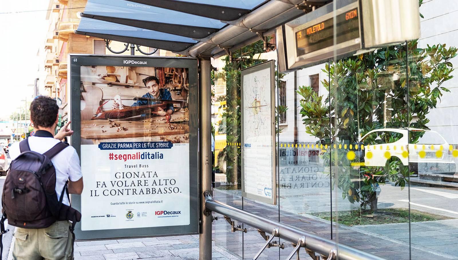 Pubblicità sulle pensiline IGPDecaux a Parma pensiline decorate per Segnali d'Italia