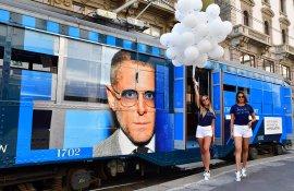 Pubblicità sui tram Milano tram speciale IGPDecaux per Italia Independent