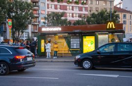 Pubblicità pensiline IGPDecaux Milano pensiline digitali per Mc Donalds