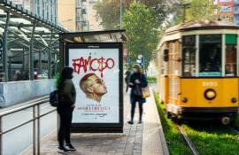Pubblicità OOH sulle pensiline a Milano IGPDecaux per Sfera Ebbasta
