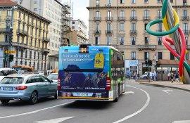 Pubblicità su autobus IGPDecaux Maxiretro a Milano per Atout France