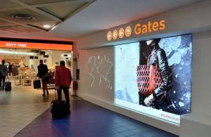 Pubblicità aeroporti IGPDecaux impianti retroilluminati per Borbonese Torino Caselle
