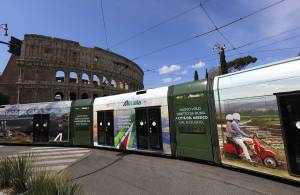 Out of Home IGPDecaux Full-Wrap in Rome for Alitalia