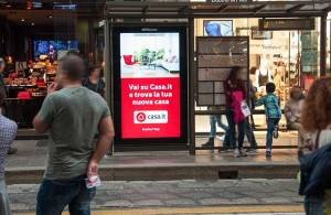 Pubblicità pensiline Milano IGPdecaux pensiline digitali per Casa.it