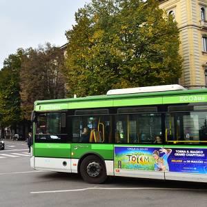 IGPDecaux pubblicità dinamica su autobus Side Banner per Cirque du Soleil