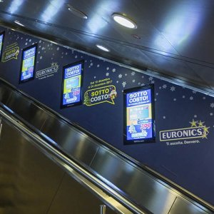 Digital Out Of Home IGPDecaux Digital Escalator per Euronics