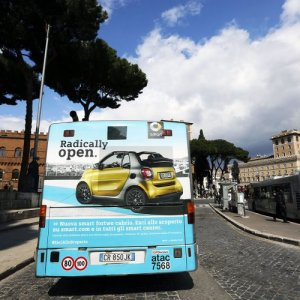 Out of Home advertising IGPDecaux FullBack in Rome for Smart