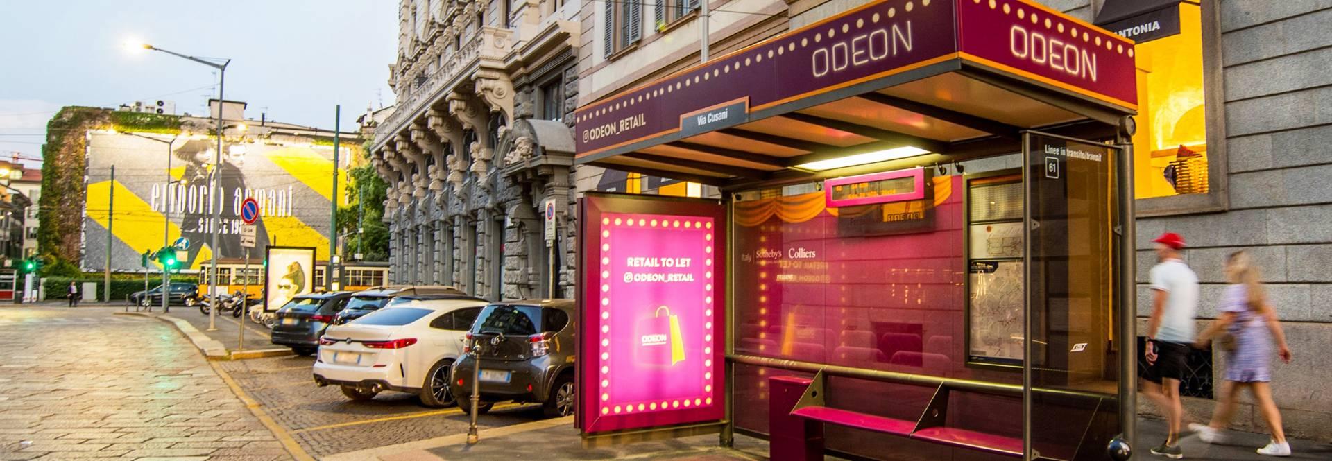 """Il Cinema Odeon diventa anche Retail e lo comunica OOH con una pensilina e un tram """"spettacolari"""""""