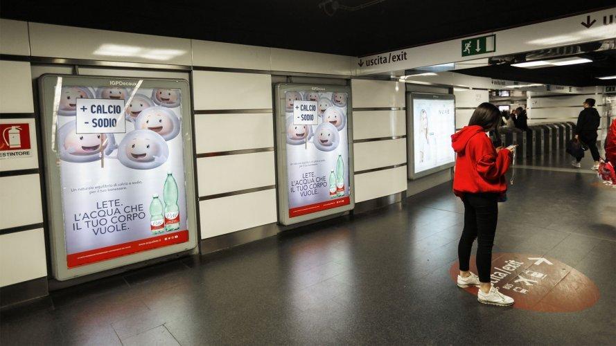 Pubblicità in metropolitana circuito a Copertura Portrait per Acqua Lete a Roma IGPDecaux