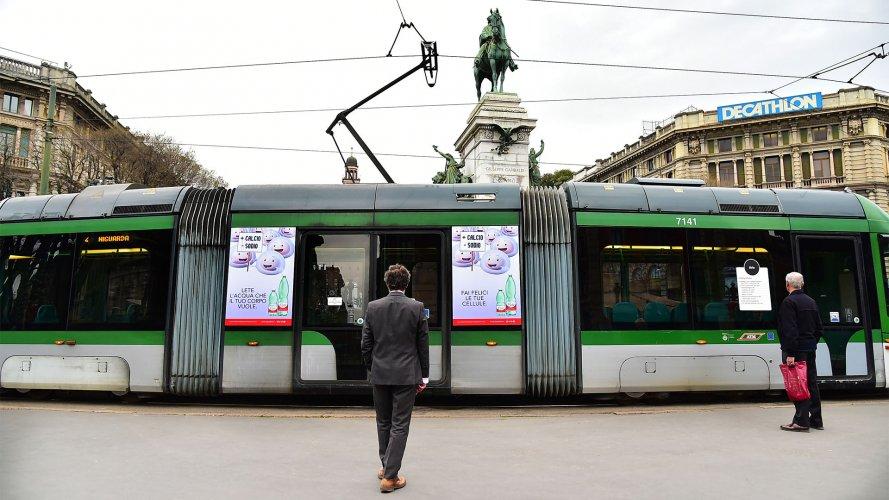 Pubblicità tram Milano Adesive Portrait per Acqua Lete IGPDecaux