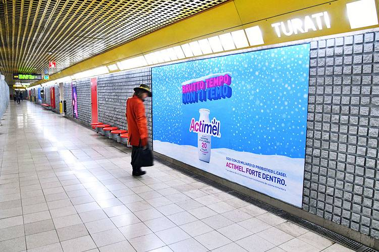 IGPDecaux advertising in Milan Phygital Network for Actimel Danone