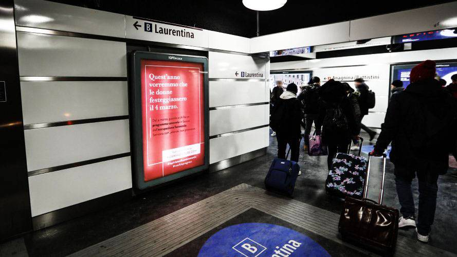 underground advertsing in Rome IGPDecaux Portrait Coverage Network for Adecco