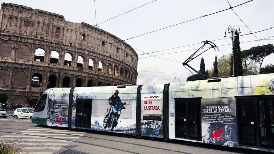 Pubblicità su tram IGPDecaux Full-Wrap a Roma per Africa Twin