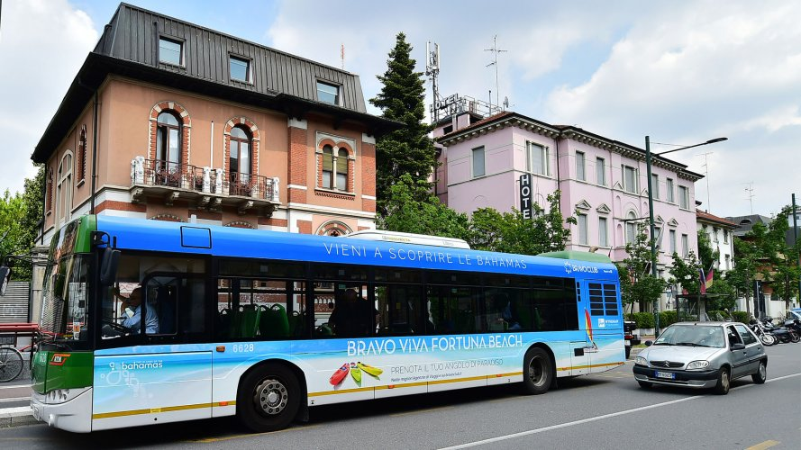 Advertising on buses in Milan IGPDecaux Full-Wrap for Alpitour