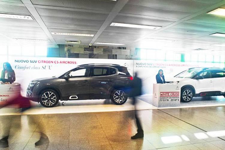 Pubblicità negli aeroporti IGPDecaux area espositiva a Linate per Citroёn