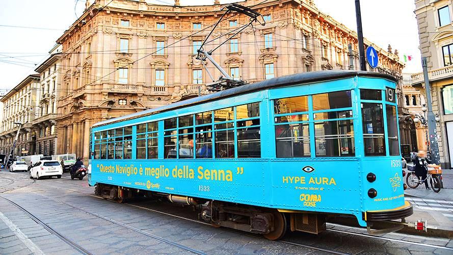 Pubblicità su tram a Milano Full-Wrap IGPDecaux per Asian Fake