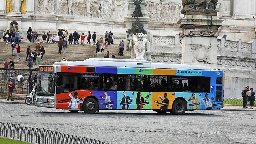 Pubblicità su autobus IGPDecaux Roma Full-Wrap per Aw Lab