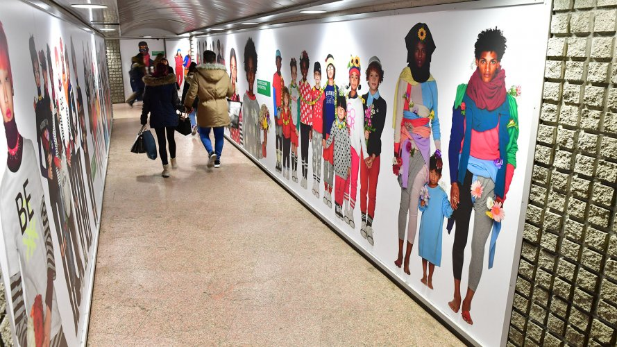 Underground advertising Area station domination IGPDecaux in Milan for Benetton