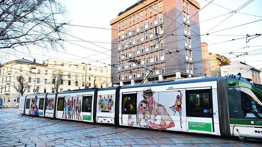 Pubblicità Milano IGPDecaux Full-Wrap per Benetton