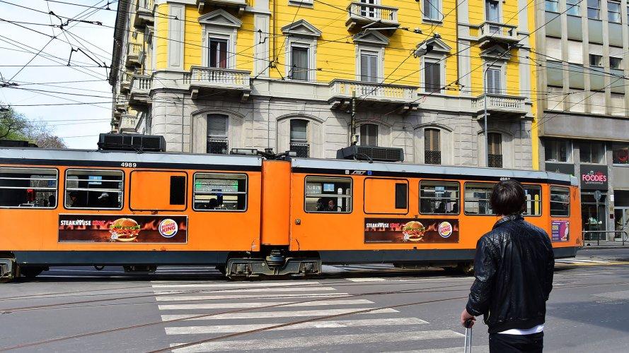 Pubblicità sui tram IGPDecaux a Milano Side Banner per Burger King