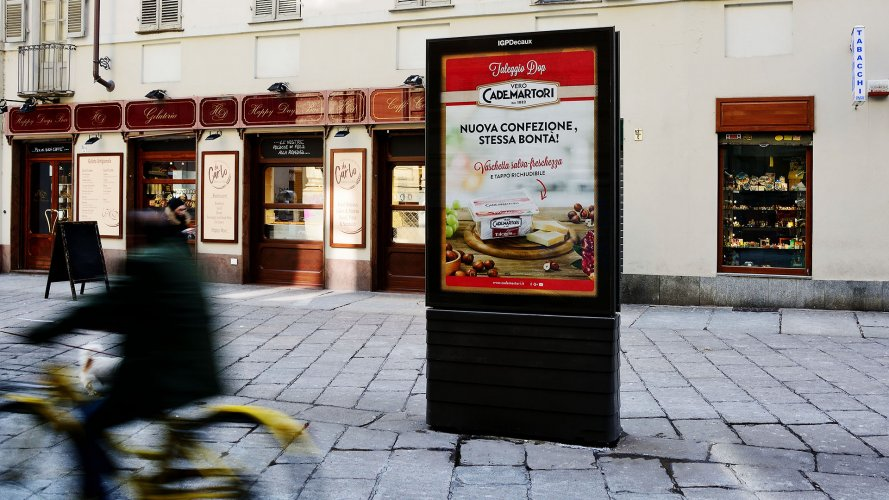 Outdoor communication IGPDecaux Bus Shelters + MUPI in Turin for Cademartori