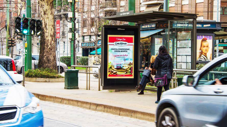Advertising on bus shelters IGPDecaux Bus Shelters + MUPI in Milan for Cademartori