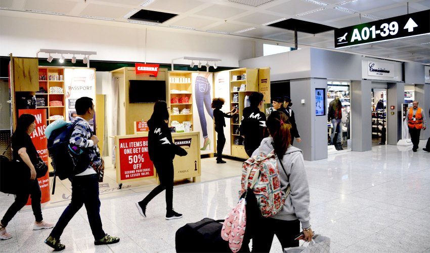 Outdoor advertising IGPDecaux temporary at Malpensa for Carrera