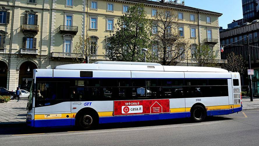 Outdoor communication IGPDecaux in Turin Side Banner for Casa.it